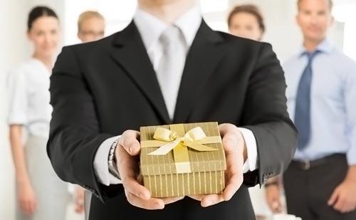 Что подарить шефу на 23 февраля