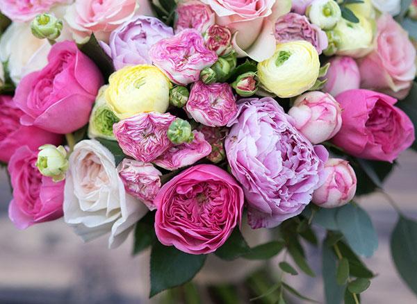 piony-v-prazdnichnom-dekore-sovety-floristov